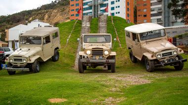 1960-Toyota-Land-Cruiser-FJ25-Army-Green-FJ25-21206-Off-Road-Test_004