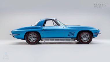 1967-Chevrolet-Corvette-StingRay-SkyBlue--194677S109007-Studio_002