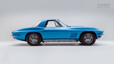 1967-Chevrolet-Corvette-StingRay-SkyBlue--194677S109007-Studio_002