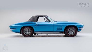 1967-Chevrolet-Corvette-StingRay-SkyBlue--194677S109007-Studio_003