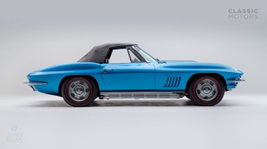 1967-Chevrolet-Corvette-StingRay-SkyBlue--194677S109007-Studio_003