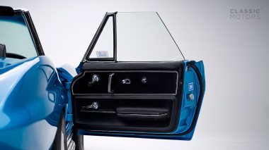 1967-Chevrolet-Corvette-StingRay-SkyBlue--194677S109007-Studio_030