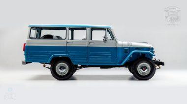 1967 FJ45-26319 Capri Blue White WP-001