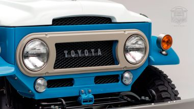 1967 FJ45-26319 Capri Blue White WP-003