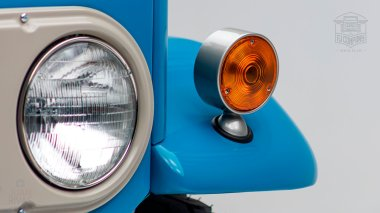 1967 FJ45-26319 Capri Blue White WP-004