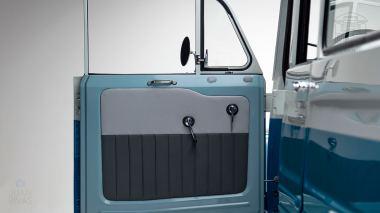 1967 FJ45-26319 Capri Blue White WP-008