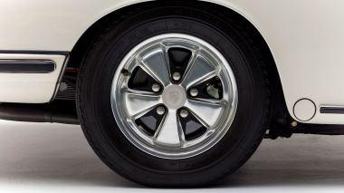 1967-Porsche-911-S-Ivory-White-308397S-Studio_020