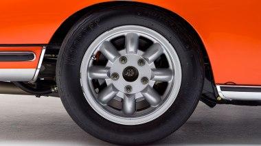 1968-Porsche-911S-Race-Car-Tangerine---Silver-Studio_008