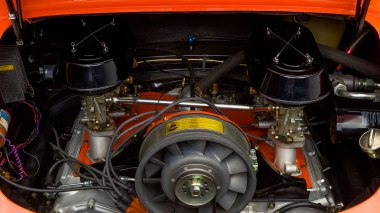 1968-Porsche-911S-Race-Car-Tangerine---Silver-Studio_044