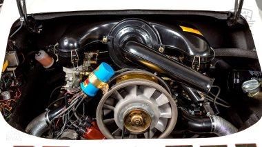 1969-Porsche-911T-White-119120823-Studio-028