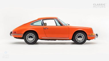 1970-Porsche-911T-Tangerine-9110101579-Pre-Studio-002