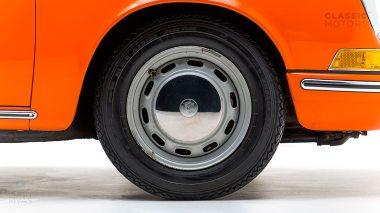 1970-Porsche-911T-Tangerine-9110101579-Pre-Studio-026