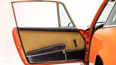 1970-Porsche-911T-Tangerine-9110101579-Pre-Studio-043
