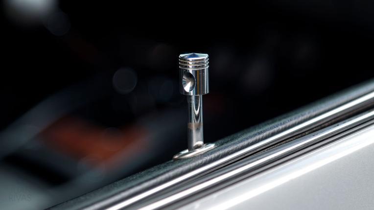 1969-Chevrolet-Camaro-Z28-Silver-124379N637338-Studio-042