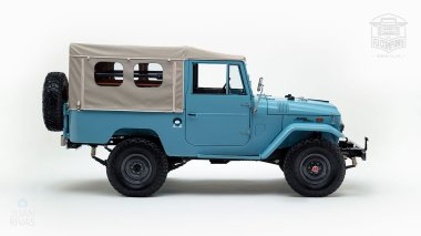 The-FJ-Company-1970-FJ43-Land-Cruiser-Capri-Blue-20365-Studio_002