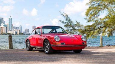 1971-Porsche-911S-Bahia-Red-9111300087-Outdoors-001