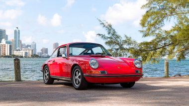 1971-Porsche-911S-Bahia-Red-9111300087-Outdoors-001