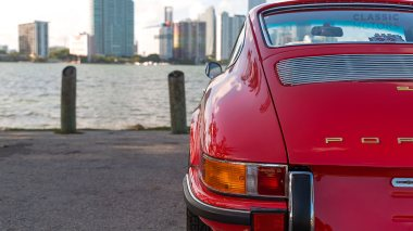 1971-Porsche-911S-Bahia-Red-9111300087-Outdoors-014