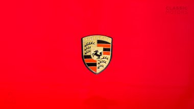 1971-Porsche-911S-Bahia-Red-9111300087-Studio_009