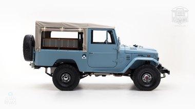 The-FJ-Company-1973-FJ43-Land-Cruiser---Capri-Blue-325992---Studio_002-copy