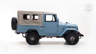 The-FJ-Company-1973-FJ43-Land-Cruiser---Capri-Blue-325992---Studio_003-copy
