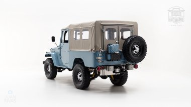The-FJ-Company-1973-FJ43-Land-Cruiser---Capri-Blue-325992---Studio_006-copy