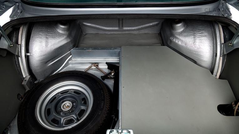 1974-BWM-2002-Turbo-Silver-4290558-Studio_044