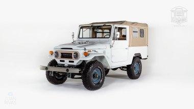 1974-Toyota-Land-Cruiser-FJ43-Orange-FJ43-30275-Studio_008