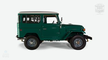 1978-Toyota-Land-Cruiser-FJ40-Rustic-Green-FJ40-273743-Studio_004