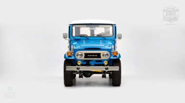 1978-Toyota-Land-Cruiser-FJ40-Sky-Blue-FJ40-265788-Studio_006