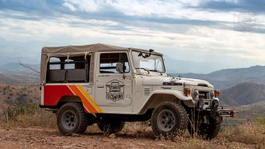 1980-Toyota-Land-Cruiser-FJ43-White-Rally-Car-FJ43-362230-Overland_001