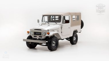 The-FJ-Company-1978-FJ43-Land-Cruiser---White-57926---Studio_008