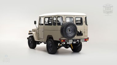 The-FJ-Company-1979-FJ43-Land-Cruiser---Dune-Beige-62337---Studio_005