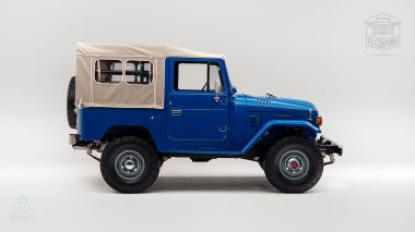 1980 FJ40 313101 Medium Blue Studio-001