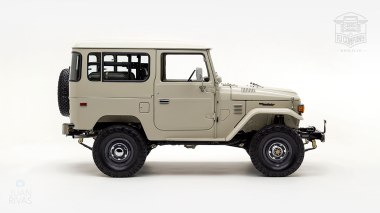 1980-FJ40-317149-Beige---Chris-Corwin-Studio_002