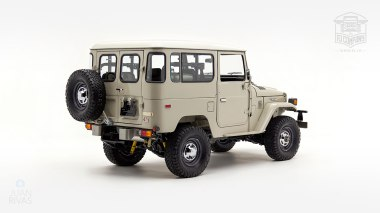 1980-FJ40-317149-Beige---Chris-Corwin-Studio_003