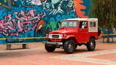 1981-Toyota-Land-Cruiser-FJ40-Freeborn-Red-FJ40-338609-Outdoors_001