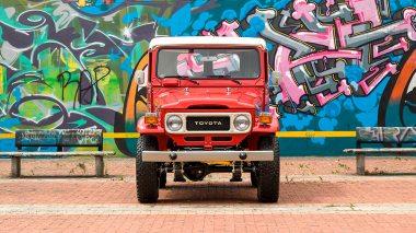 1981-Toyota-Land-Cruiser-FJ40-Freeborn-Red-FJ40-338609-Outdoors_002