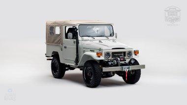 1982-FJ43-108916-White-Studio-001