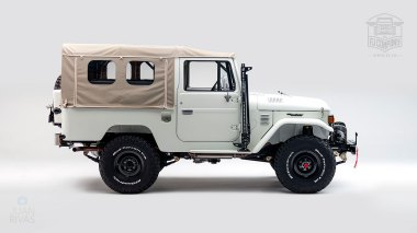 1982-FJ43-108916-White-Studio-002