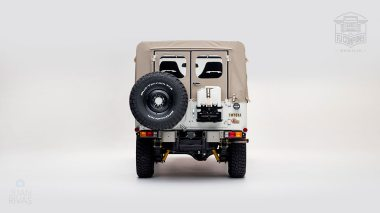 1982-FJ43-108916-White-Studio-003