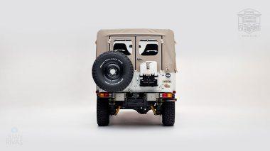 1982-FJ43-108916-White-Studio-003