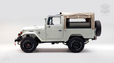 1982-FJ43-108916-White-Studio-005