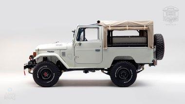 1982-FJ43-108916-White-Studio-005