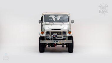 1982-FJ43-108916-White-Studio-006