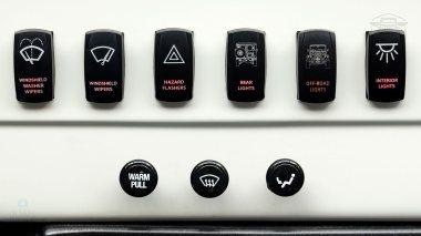 1982-FJ43-108916-White-Studio-036
