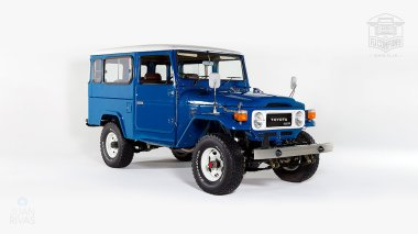1983-Toyota-Land-Cruiser-BJ46-Medium-Blue-BJ46-000660-Studio_001
