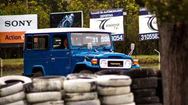 1983-Toyota-Land-Cruiser-BJ46-Medium-Blue-BJ46-000660-Track-Test_004