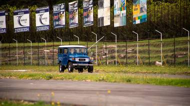 1983-Toyota-Land-Cruiser-BJ46-Medium-Blue-BJ46-000660-Track-Test_006