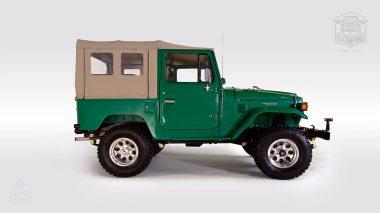1983-Toyota-Land-Cruiser-FJ40-John-Deere-Green-FJ40-361667-Studio-002